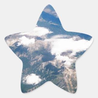 Vista aérea de montañas rocosas pegatina en forma de estrella