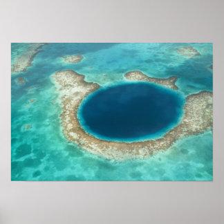 Vista aérea del agujero azul, velero anclado poster