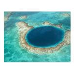 Vista aérea del agujero azul, velero anclado postal
