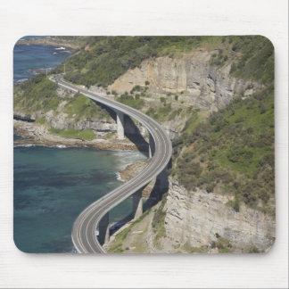 Vista aérea del puente del acantilado del mar cerc alfombrillas de ratón