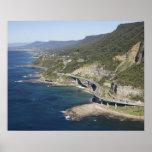 Vista aérea del puente del acantilado del mar cerc poster