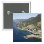 Vista aérea del puente del acantilado del mar cerc pins