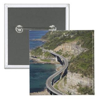 Vista aérea del puente del acantilado del mar cerc pin cuadrado