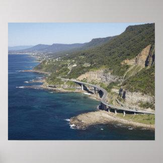 Vista aérea del puente del acantilado del mar cerc póster