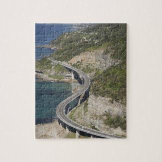 Vista aérea del puente del acantilado del mar cerc puzzles