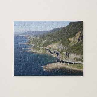 Vista aérea del puente del acantilado del mar cerc rompecabeza