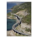 Vista aérea del puente del acantilado del mar cerc tarjeta de felicitación