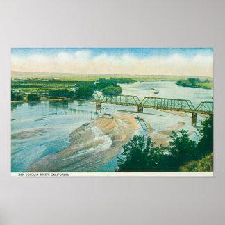 Vista aérea del río y del puente póster