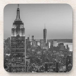Vista aérea negra y blanca de la noche de New York Posavasos