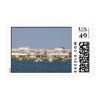 Vista al elefante blanco a través del puerto de sello postal