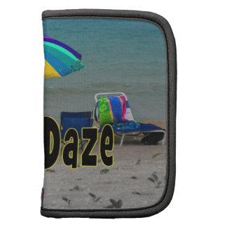 vista al mar colorida de la playa del paraguas del organizador