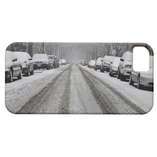 Vista amplia de la calle nevada unplowed adentro iPhone 5 carcasas