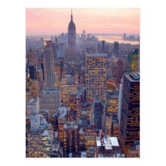 Vista amplia de Manhattan en la puesta del sol Tarjetas Postales