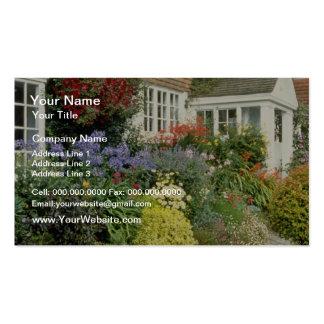 Vista anaranjada de la casa y del pórtico con la f plantilla de tarjeta personal
