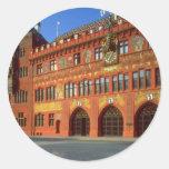 Vista ayuntamiento de Basilea, Suiza Etiquetas Redondas