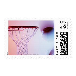 Vista borrosa del baloncesto que entra aro sello