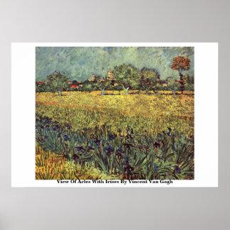 Vista de Arles con los iris de Vincent van Gogh Posters