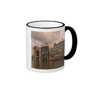Vista de la arquitectura única y en pinón taza de café