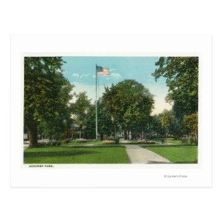 Vista de la asta de bandera en el parque de la aca tarjeta postal
