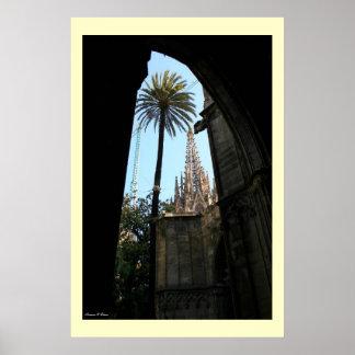 Vista de la catedral de Gaudi Póster