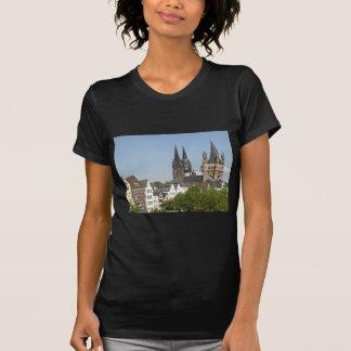 Vista de la ciudad de Koeln (Colonia) en Alemania Camisetas