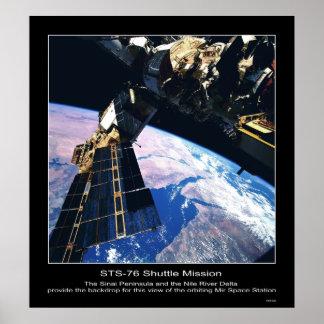 Vista de la estación espacial del MIR sobre la pen Poster