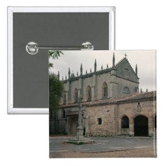 Vista de la fachada de Charterhouse Pin