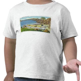 Vista de la isla de Monhegan, escena de la playa Camisetas