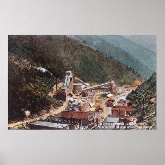 Vista de la mina de Hecla que mira abajo del barra Posters