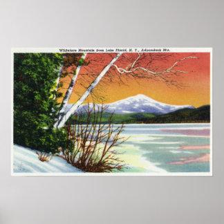 Vista de la montaña de Whiteface del lago adentro Impresiones