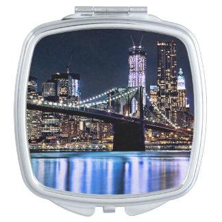 Vista de la reflexión del puente de Brooklyn de Nu Espejos Compactos