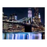 Vista de la reflexión del puente de Brooklyn de Nu Postales