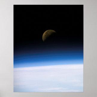 Vista de la tierra y de la luna de Columbia (STS-1 Impresiones