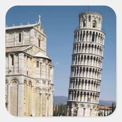 Vista de la torre inclinada colcomania cuadrada