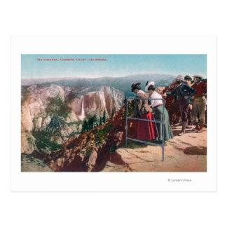 Vista de las grietas y del valle de Yosemite Tarjetas Postales