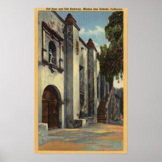 Vista de las puertas y de la escalera de la misión póster