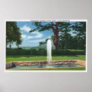Vista de los jardines y de la fuente de Tanglewood Póster