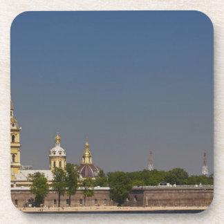 Vista de los santos Peter y de la catedral 2 de Pa Posavasos