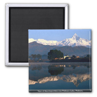 Vista de Macchapuchhre sobre el lago Pokhara Pokh Imán