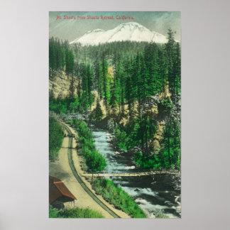 Vista de Mt. Shasta del retratamiento de Shasta Póster