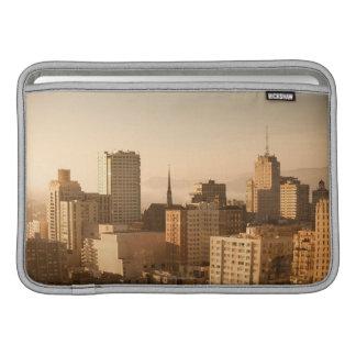 Vista de Nob Hill en San Francisco, con la niebla Funda MacBook
