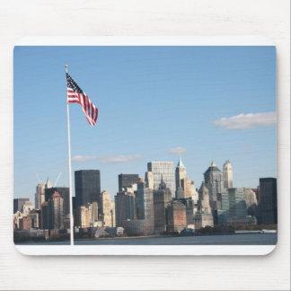 Vista de NYC de la isla de Ellis Alfombrillas De Ratones