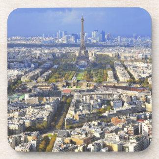 Vista de París con la defensa de la torre Eiffel y Posavasos De Bebida