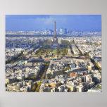Vista de París con la defensa de la torre Eiffel y Póster