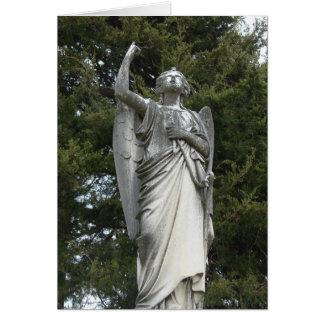 Vista de un ángel de piedra tarjeta de felicitación