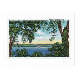 Vista de un barco de vapor en el lago postales