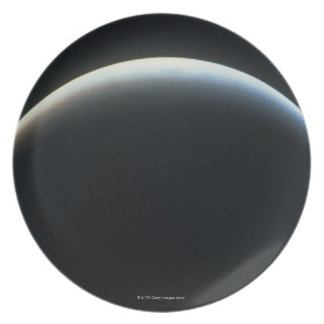 Vista de un eclipse plato para fiesta