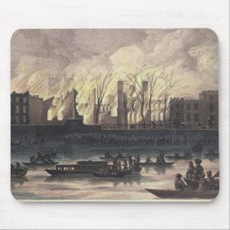 Vista de un fuego en el palacio de Whitehall Mouse Pads