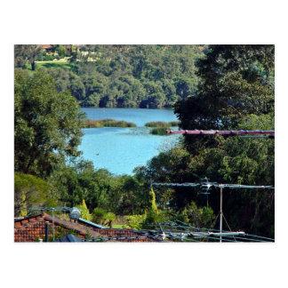 Vista de un lago tarjeta postal
