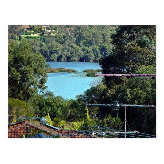 Vista de un lago postal